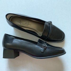 Soft Style by Hush Puppies sz7.5 block heel loafer